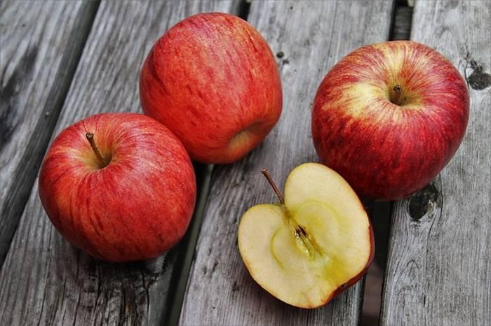 Настойка из яблок на водке, рецепт крепкого и слабого напитков